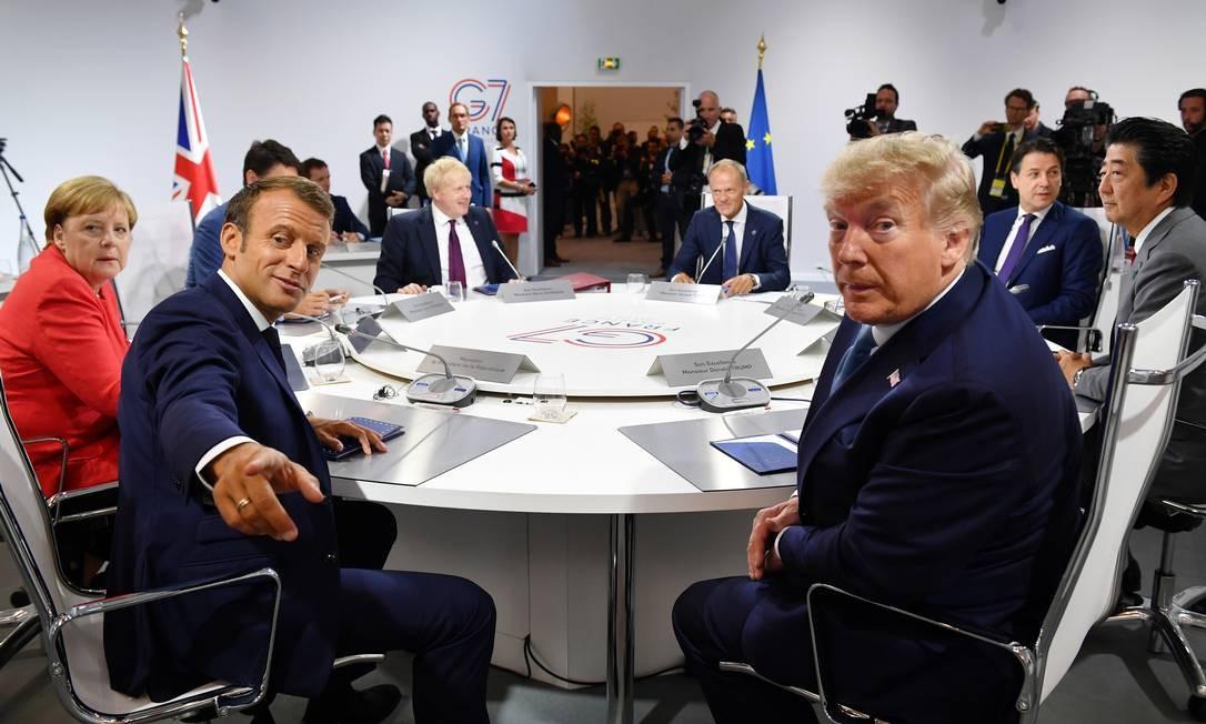 """Países que integram o G7 concordam em ajudar o Brasil e todos os países afetados pelos incêndios na Flporesta Amazônica """". Na esquerda Emmanuel Macron e Angela Merkel e na direita Donald Trump e Shinzo Abe Foto: POOL / REUTERS"""
