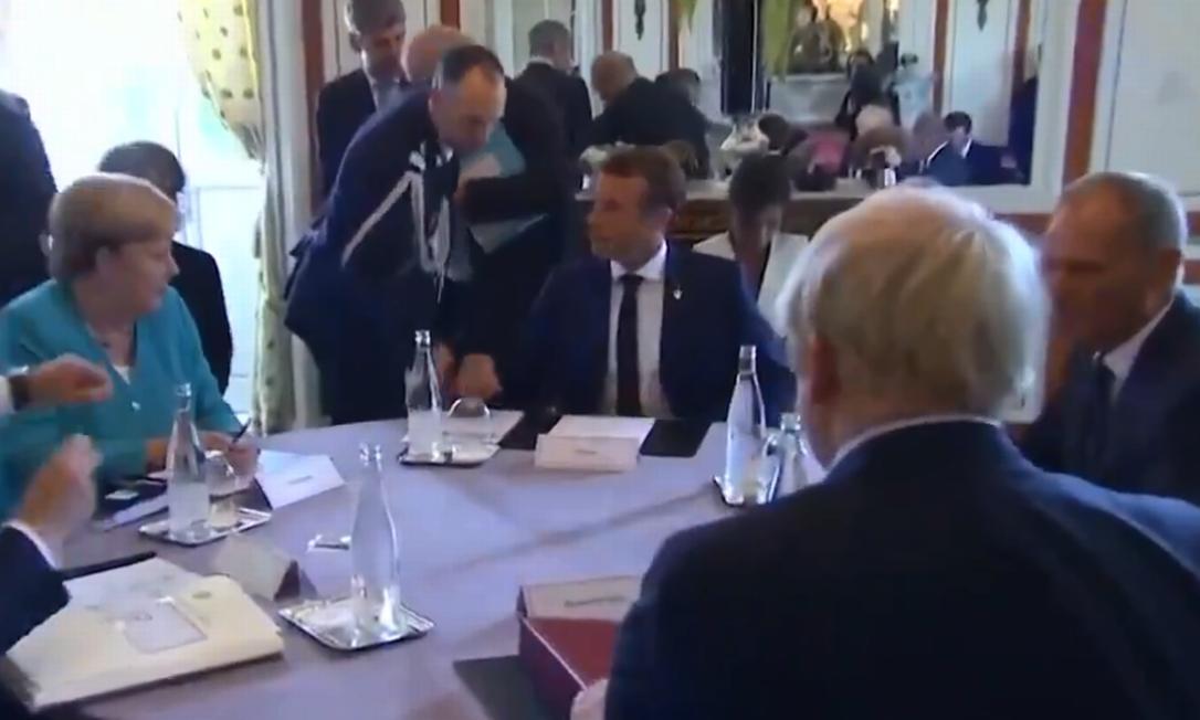 Vídeo de conversa entre Merkel, Johnson e Macron durante reunião do G7 sobre Amazônia Foto: Reprodução