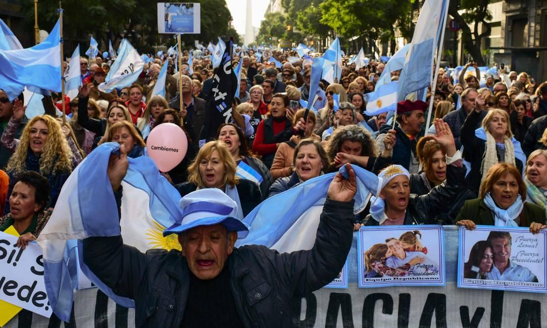 Milhares foram às ruas da Argentina em apoio à reeleição do presidente Mauricio Macri Foto: RONALDO SCHEMIDT / AFP / 24-08-2019