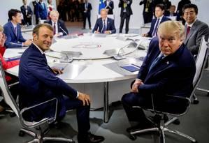 Presidente francês Emmanuel Macron ao lado de Donald Trump, durante reunião do G7. Na foto, a chanceler federal alemã Angela Merkel, o primeiro-ministro canadense Justin Trudeau, o premier britânico Boris Johnson, o presidente do Conselho Europeu Donald Tusk, o primeiro-ministro italiano Giuseppe Conte e o premier japonês Shinzo Abe Foto: POOL / REUTERS