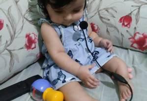 Laura Maria Brito Melo, de apenas um ano e três meses, é portadora de osteogênese imperfeita, doença popularmente conhecida como ossos de vidro Foto: Álbum de família / Reprodução