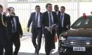 Presidente Jair Bolsonaro elevou o tom das críticas ao francês Emmanuel Macron, dizendo que não vai aceitar que o Brasil seja tratado