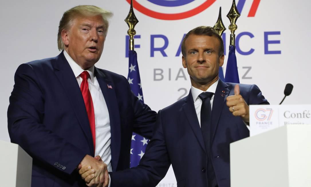 Presidente dos EUA, Donald Trump, durante entrevista ao lado do francês Emmanuel Macron. Trump ficou isolado em vários debates no G7, mas ninguém falou abertamente sobre isso com ele Foto: LUDOVIC MARIN / AFP