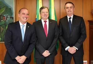 O embaixador Luis Fernando Serra e Bolsonaro: