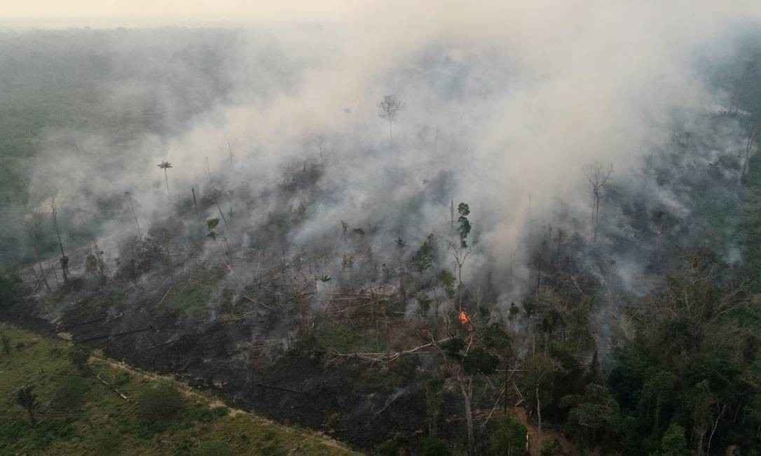 An aerial view of a tract of the Amazon jungle burning as it is being cleared by loggers and farmers in Porto Velho, Rondonia State, Brazil, is pictured in this August 23, 2019 picture taken with a drone. Picture taken August 23, 2019 REUTERS/Ueslei Marcelino Foto: UESLEI MARCELINO / REUTERS