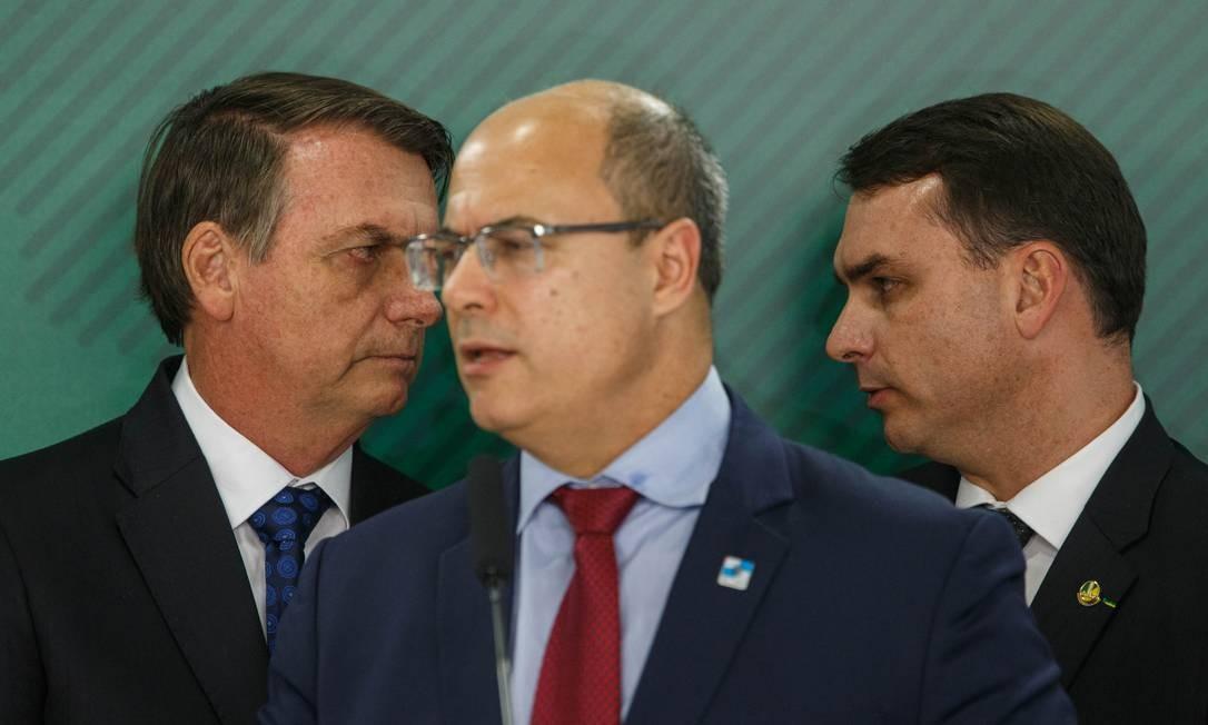 O presidente Jair Bolsonaro ao lado do filho o senador Flavio Bolsonaro e o governador do Rio, Wilson Witzel 24-06-2019 Foto: Daniel Marenco / Agência O Globo