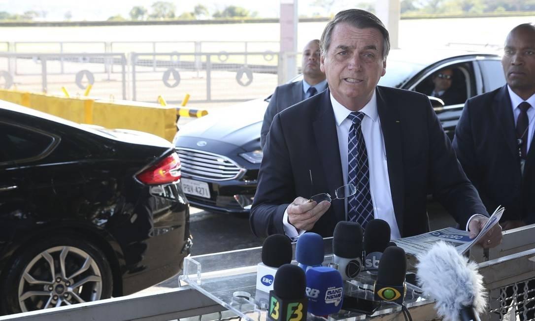 O presidente Jair Bolsonaro fala à imprensa no Palácio da Alvorada. Foto: Antonio Cruz/ Agência Brasil / Agência O Globo / 26-08-2019