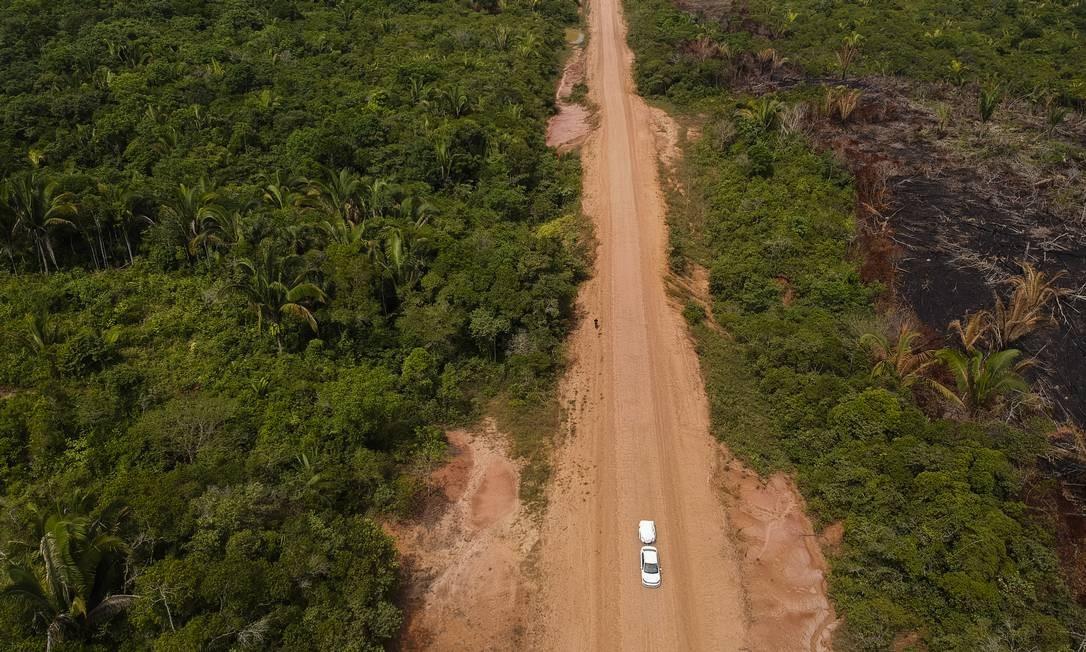 O chamado trecho do meio, cerca de 406 quilômetros tem pavimentação precária Foto: Gabriel Monteiro / Agência O Globo