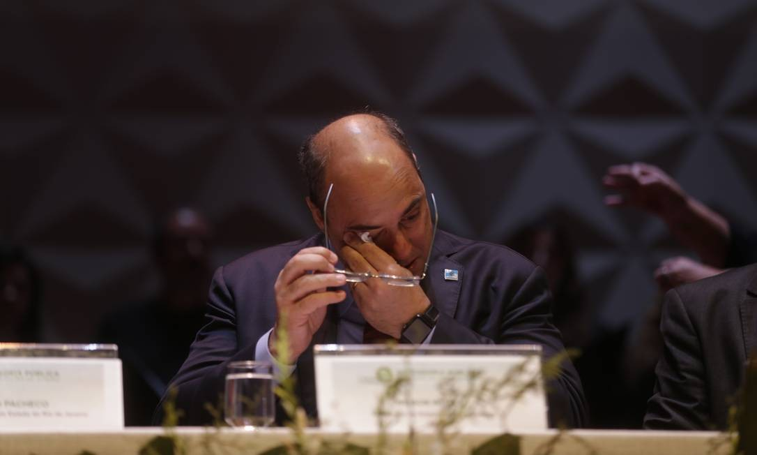 O governador Wilson Witzel chora durante a cerimônia de posse dos novos defensores públicos Foto: Gabriel Paiva / Agência O Globo