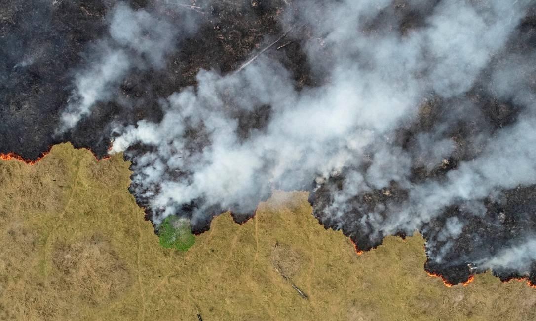 Vista aérea mostra um terreno da floresta amazônica em chamas em Porto Velho, capital de Rondônia Foto: UESLEI MARCELINO / REUTERS / 24/8/2019