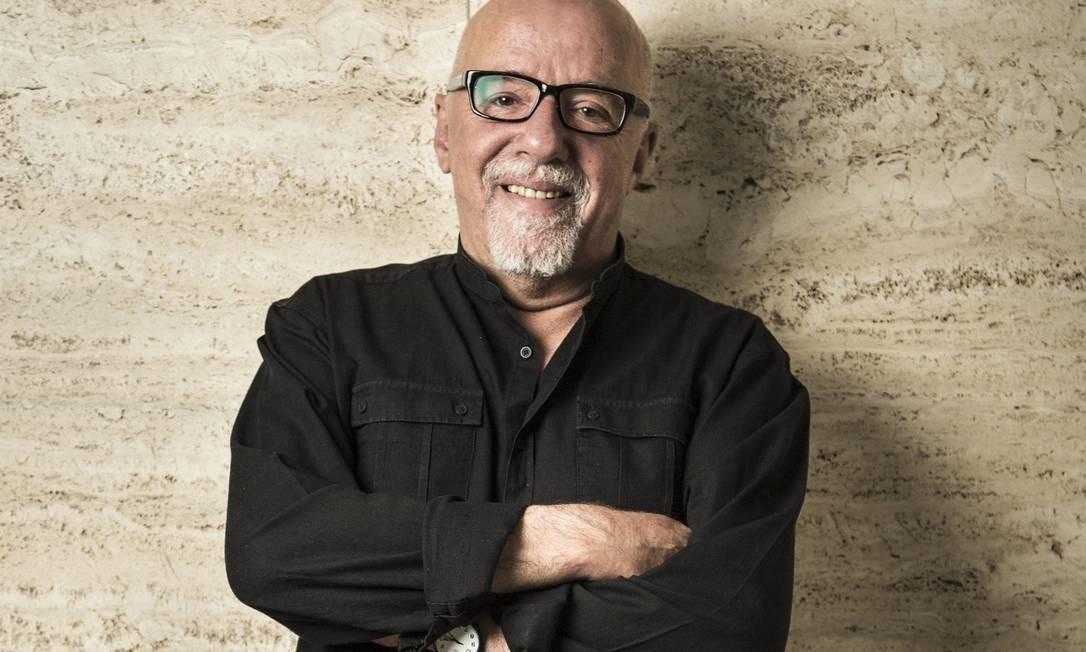 """Paulo Coelho pediu desculpas aos franceses por comentários de Bolsonaro sobre Brigitte Macron, dizendo que presidente age """"com histeria"""" Foto: Niels Ackermann / Rezo.ch"""