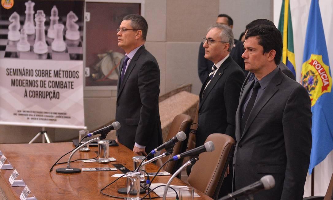 O diretor-geral da Polícia Federal, Maurício Valeixo (à esq.), e o ministro da Justiça, Sergio Moro Foto: Isaac Amorim / MJSP