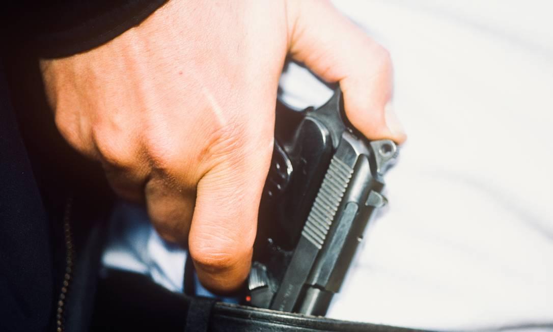 Homem com pistola Foto: Jeff Rotman / Getty Images