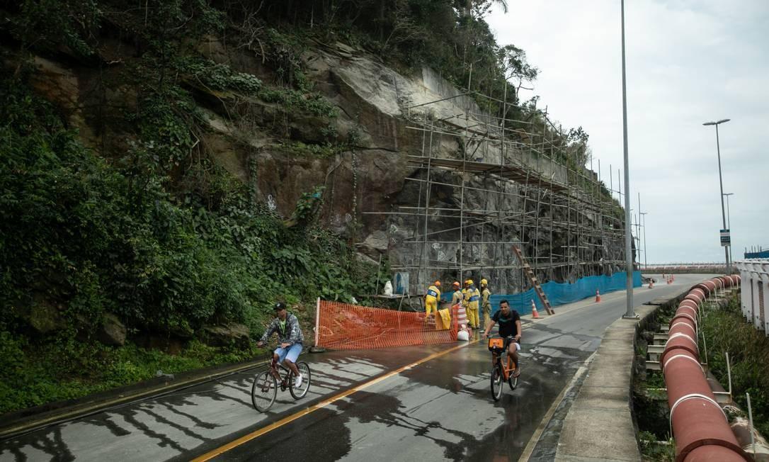 Obras na encosta da Avenida Niemeyer continuam. Após quase três meses, a avenida continua interditada ao tráfego. Prefeitura contesta laudo que defende o fechamento da via Foto: Brenno Carvalho em 27/08/2019 / Agência O Globo