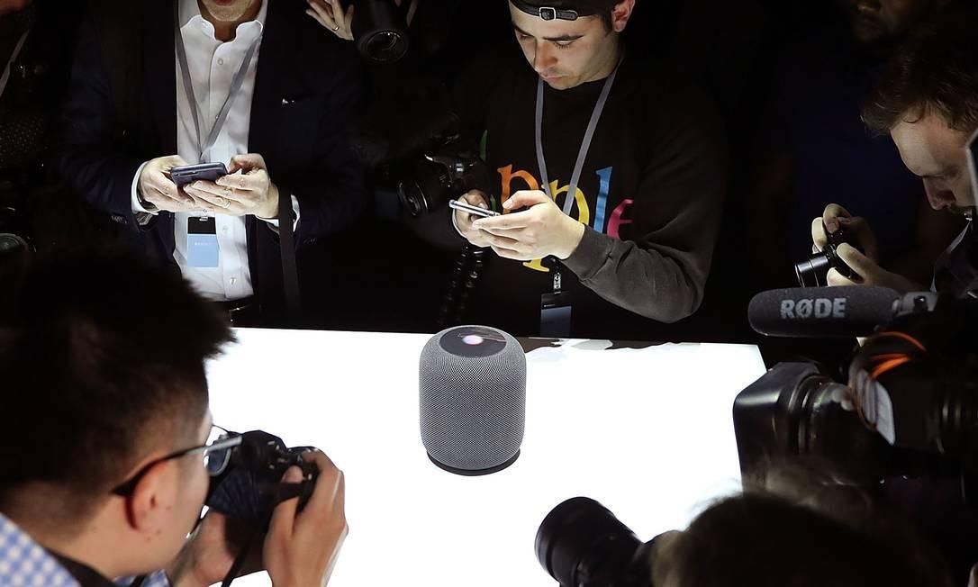 Apple vai mudar programa de avaliação da Siri, assistente virtual presente em produtos como o alto-fatante inteligente HomePod Foto: JUSTIN SULLIVAN / AFP