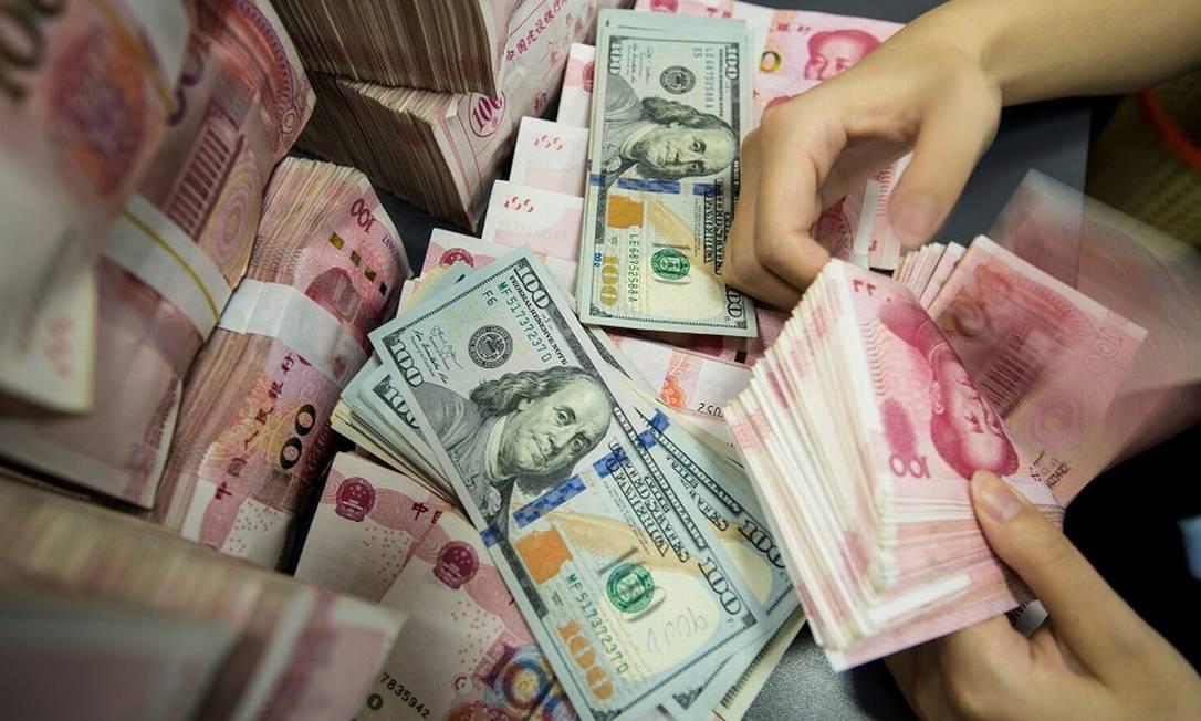 Dólares e yuans: disputa comercial continua. Foto: STR / AFP