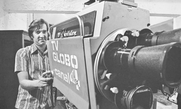 Milton Valinhos com a antiga câmera RCA Foto: Divulgação