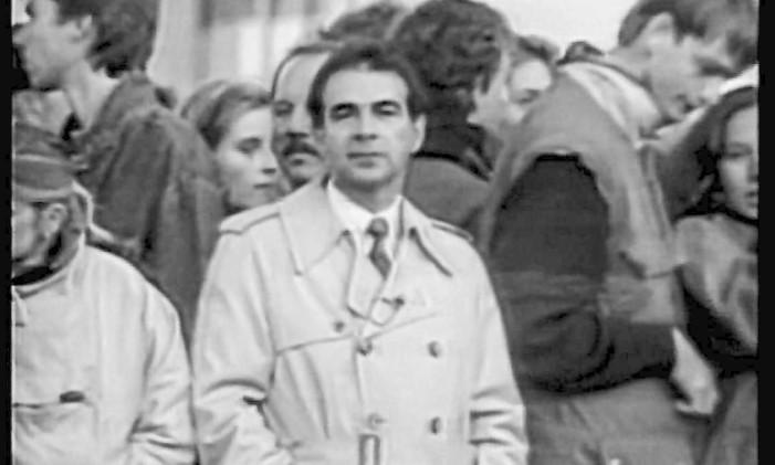 O repórter Silio Boccanera na cobertura da queda do Muro de Berlim, na Alemanha Foto: Divulgação