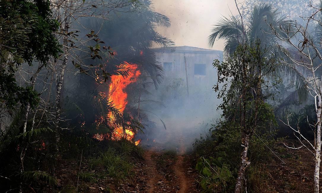 Queimada em Manuel Urbano, próxima a Feijó, no Acre Foto: Jorge William / Agência O Globo
