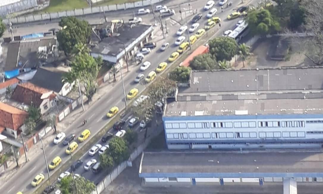 A CET-Rio, a Guarda Municipal e a Polícia Militar acompanham o protesto Foto: COR / Reprodução
