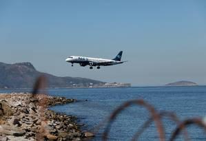 Azul será a única empresa a operar os voos da ponte área, pelo Santos Dumont, até 21 de setembro Foto: Brenno Carvalho/08-08-2019