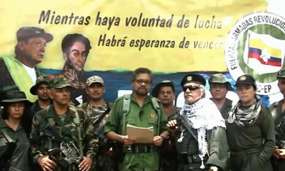 Iván Marquéz, ao centro, anuncia 'nova etapa da luta armada' Foto: Reprodução