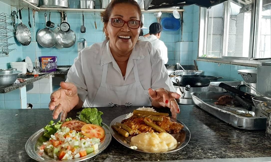 Pensão Santa Luzia: Rita, à frente do restaurante da família, num prédio comercial Foto: Caio Barbosa / Alma de Bar / Divulgação
