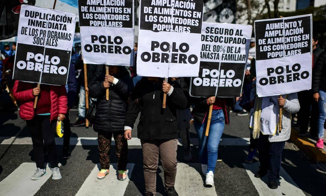 Protesto foi convocado por organizações sociais, em Buenos Aires Foto: RONALDO SCHEMIDT / AFP
