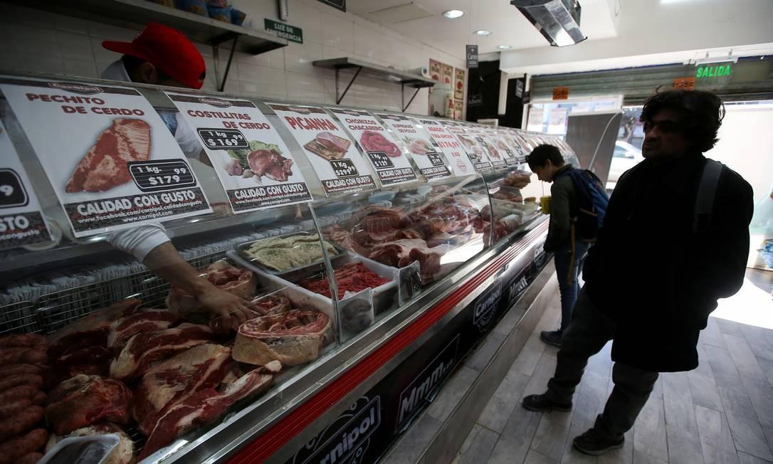 O ministro da economia da Argentina, Hernán Lacunza, disse que os pagamentos de pessoas físicas vão prosseguir e da divida não serão inerrompidos Foto: AGUSTIN MARCARIAN / REUTERS