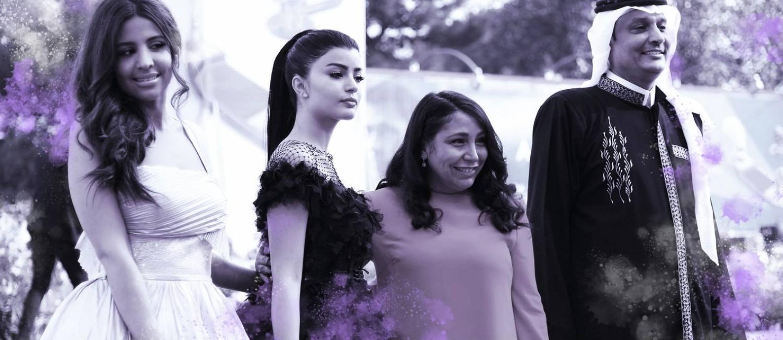 """As atrizes sauditas Dhay (à esquerda) e Mila Al Zahrani, a diretora Haifaa al-Mansour o ator Khalid Abdulrhim chegam para a sessão de """"The perfect candidate"""" no Festival de Veneza Foto: Arte sobre foto de Vicenzo Pinto/AFP"""