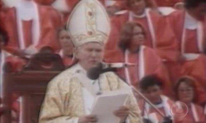 Papa João Paulo II celebra missa em Aparecida do Norte (SP) Foto: Reprodução