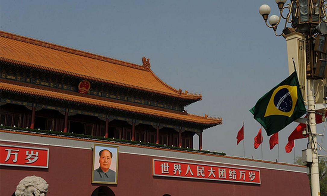Bandeira do Brasil na Praça da Paz Celestial, em Pequim Foto: Visual China / Getty Images