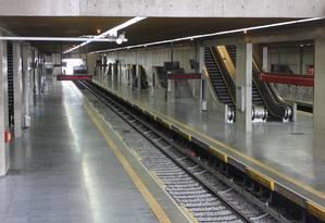 Estação Tatuapé do metrô vazia, em SP Foto: Fernando Donasci / O Globo