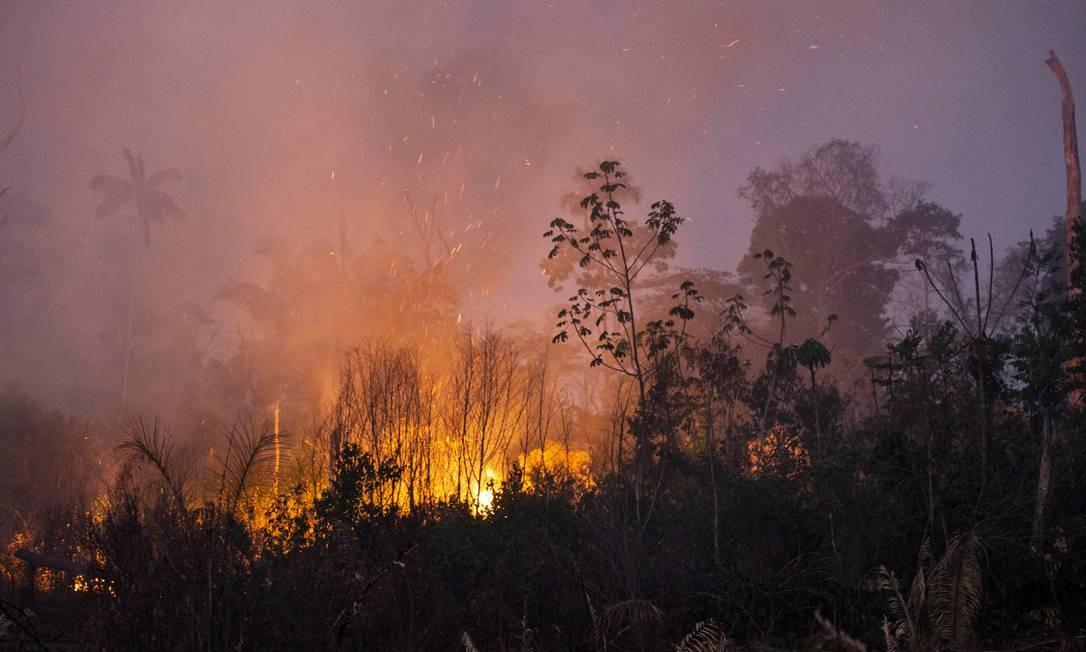 Queimadas próximas à reserva indígena Uru-Eu-Wau-Wau, em Rondônia Foto: Gabriel Monteiro / Agência O Globo