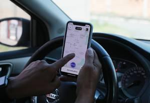 O prefeito Marcelo Crivella cria uma espécie decódigodisciplinar para os motoristas de aplicativos, como Uber e 99 Foto: Cléber Júnior / Agência O Globo - 15/04/2019