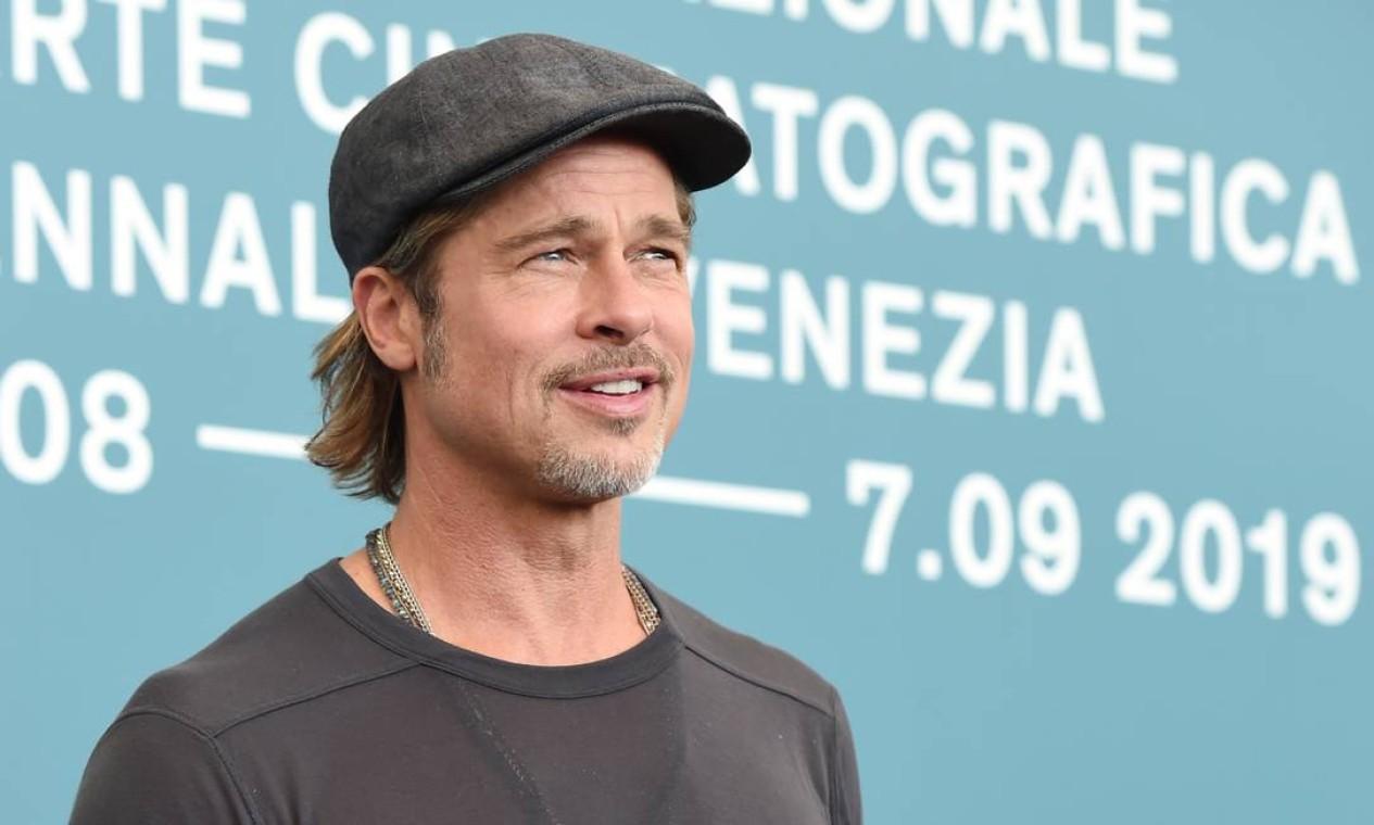 Além da beleza e do talento, o ator americano Brad Pitt também é conhecido por sua boina cinza, que o acompanha há anos, desde que era casado com a atriz Angelina Jolie. No Festival de Veneza, o acessório é seu companheiro indispensável... Foto: Stefania D'Alessandro / WireImage,