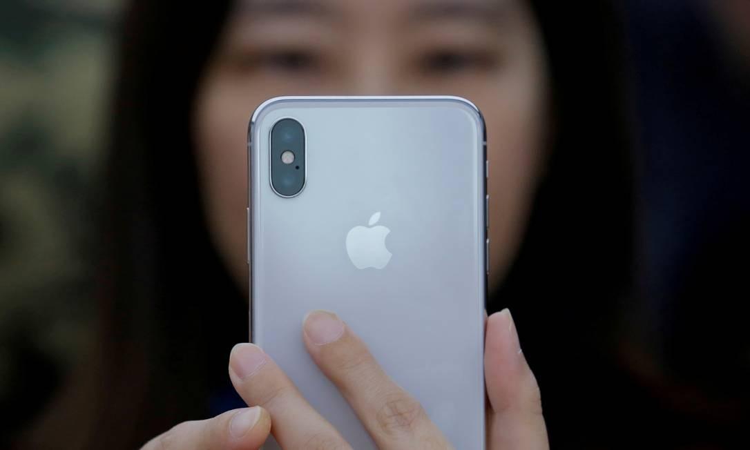 Os iPhones são considerados mais seguros que aparelhos Android, mas também apresentam riscos Foto: Thomas Peter / REUTERS