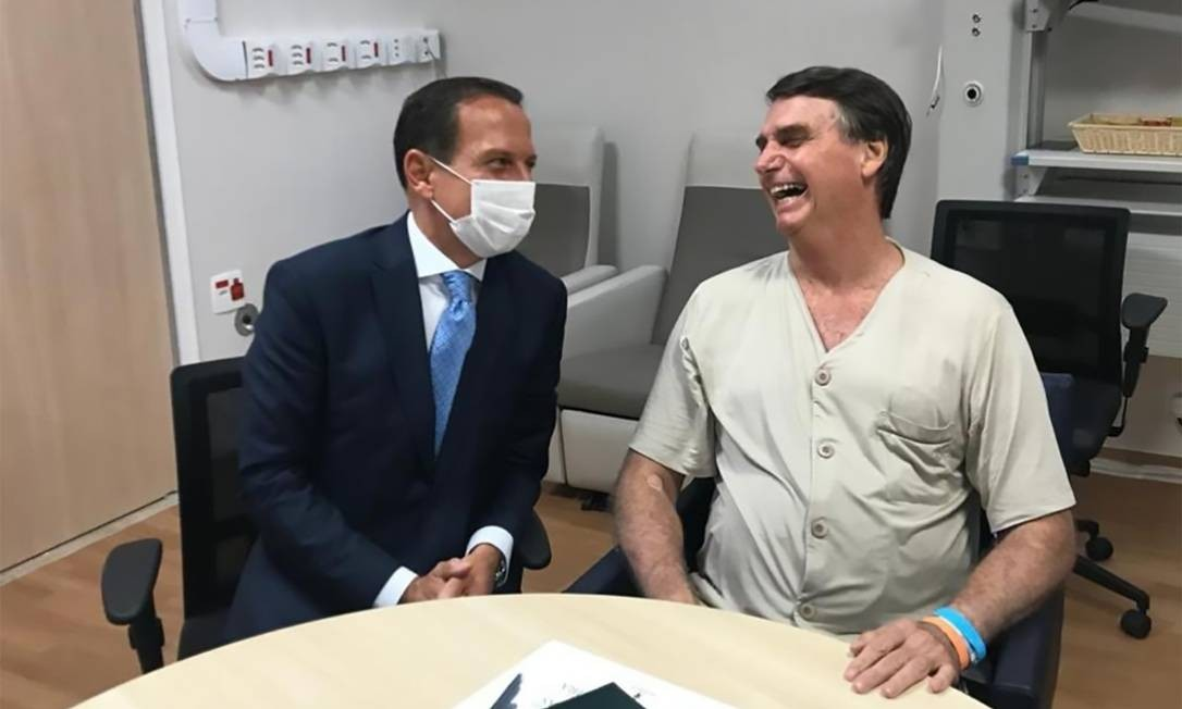 O governador de São Paulo visita Bolsonaro no Hospital Albert Eistein, quando o presidente se internou para a retirada da bolsa de colostomia 2018 - 11/02/2019 Foto: Redes sociais