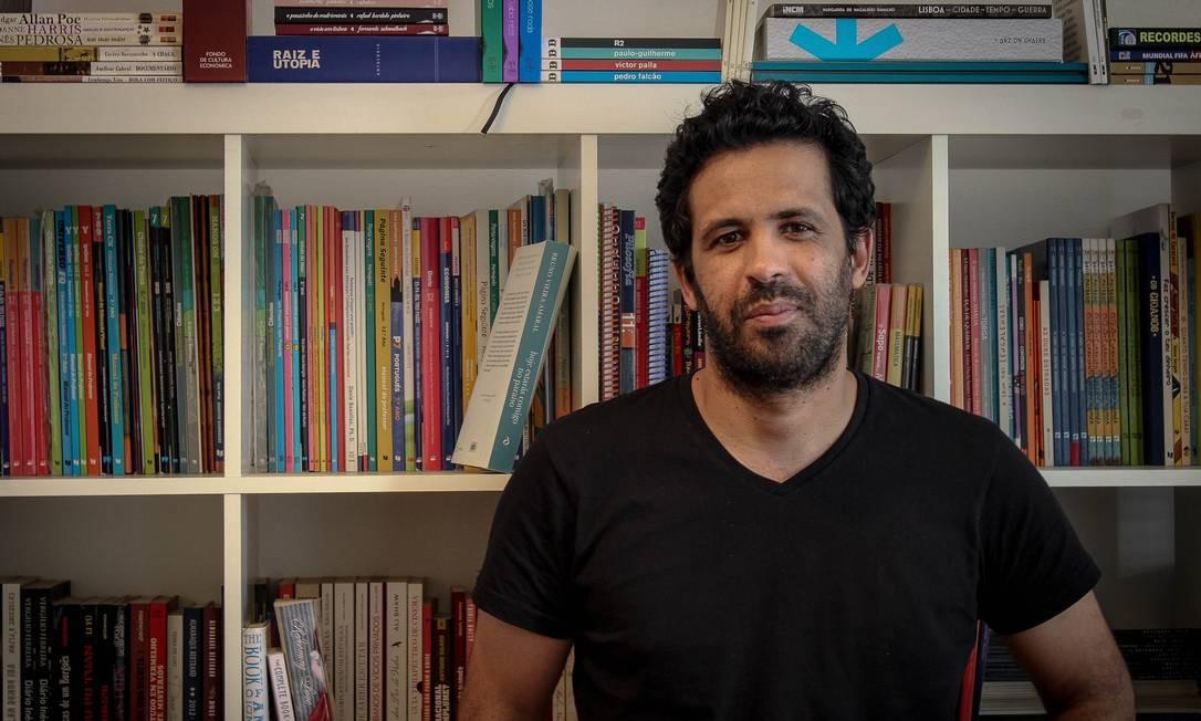 """O escritor português Bruno Vieira Amaral: """"Eu não acredito em vida após a morte, mas que recordar os que partiram talvez seja a única forma possível de salvação"""" Foto: Divulgação"""