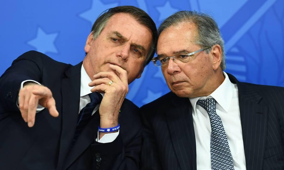 O presidente Jair Bolsonaro e o ministro da Economia, Paulo Guedes Foto: Evaristo Sá / AFP
