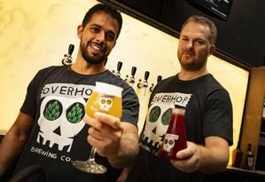 Flavio Baruffaldi e Marcello Falbo são sócios do bar OverHop, cerveja que começou sem pretensão com amigos Foto: Roberto Moreyra