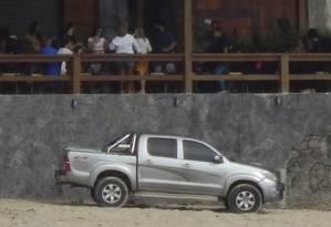 Flagra. Carro na areia de Itaipu Foto: Reprodução/Internet