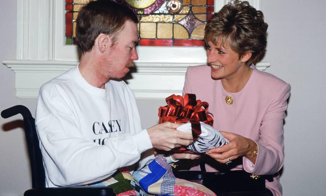 Diana exercia um trabalho humanitário fundamental. Quando a AIDS ainda era um tabu, ela estava ao lado de pessoas que portavam a doença Foto: Tim Graham / Tim Graham Photo Library via Get