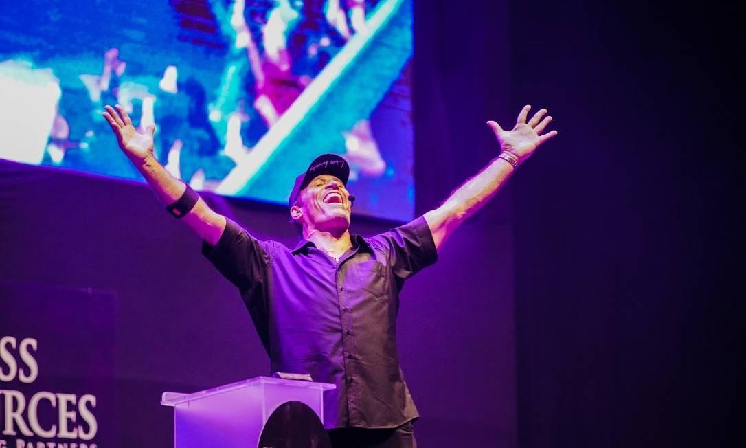 Tony Robbins em ação na Jeunesse Arena, Barra da Tijuca, no Rio Foto: Divulgação