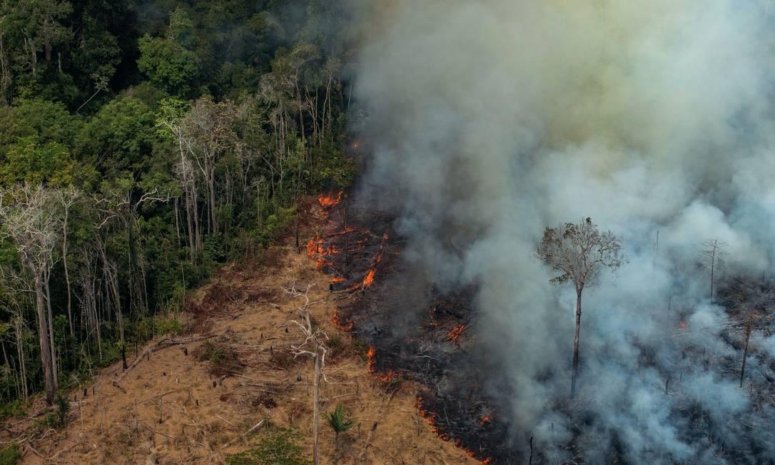 Incêndio em área de floresta localizada em Candeias do Jamari, nos arredores de Porto Velho (RO), em 24 de agosto Foto: Victor Moriyama / AFP