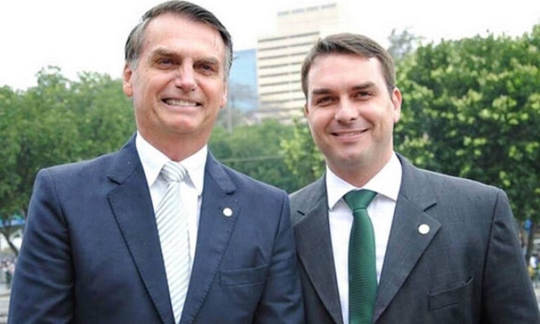 O presidente Jair Bolsonaro e o filho, senador Flávio Bolsonaro Foto: Divulgação / PSL