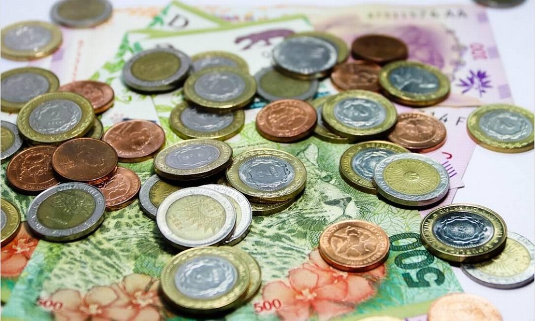 Moedas e notas de pesos argentinos Foto: Pixabay