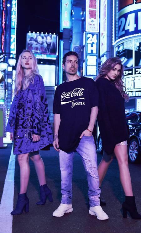 Sasha ao lado de Di Ferrero e a modelo Alicia Kuczman na campanha da Coca-Cola Jeans Foto: Divulgação