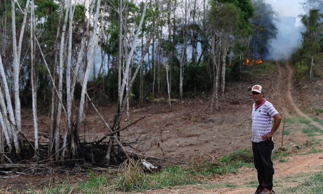 """O agricultor João Batista: """"Está melhor quem tá preso que quem tá solto"""" Foto: Jorge William / Agência O Globo"""