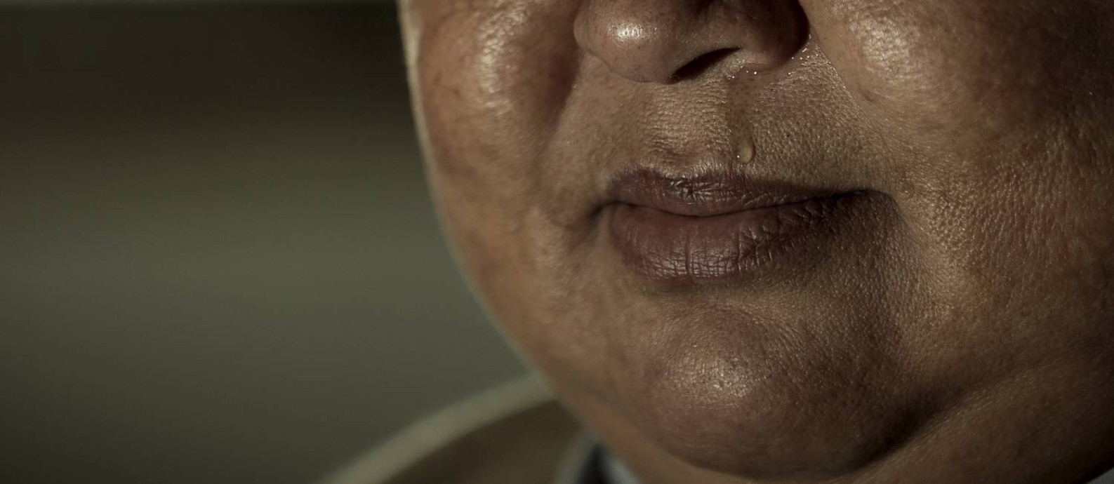 Guerreira, X. chora ao lembrar do filho assassinado: ela lidera um grupo de mães da Baixada que lutam por justiça e tentam localizar desaparecidos Foto: Roberto Moreyra / Agência O GLOBO